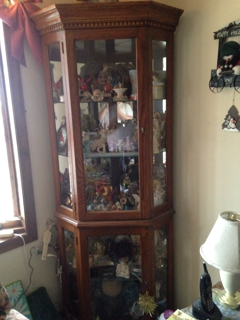 Attractive Beautiful Solid Oak Curio Cabinet Like New