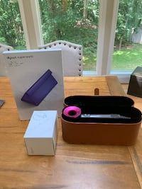 NEW -Dyson Supersonic Hairdryer PINK , Gift box and carry case - unwanted gift. Oakton