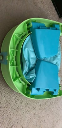 Baby Bath tub and diaper pail.$13 for diaper pail and $9 for bath tub.Both for $20