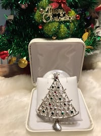 Pretty!!! Silver Vintage Christmas Tree Pin with multi Stones Gainesville, 20155