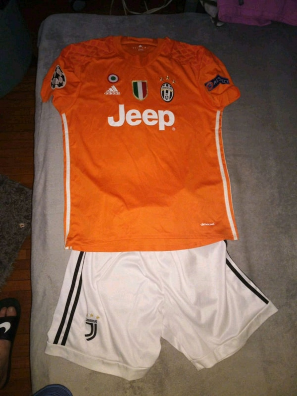 competitive price bb14d aff9b Original Buffon juventus jersey.