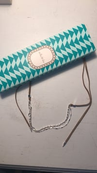 teal and white leather wristlet Montréal, H4V 2A5