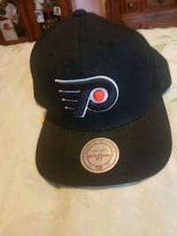 black and gray fitted cap Montréal-Est, H1B 5Y3