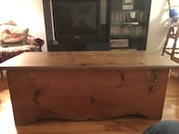 Wooden table/ box  Laval, H7M 3G4