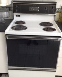GE Range with 4 element stove and oven Côte-Saint-Luc, H4V 2X5
