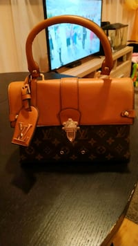 LV.In good condition Chicago, 60641