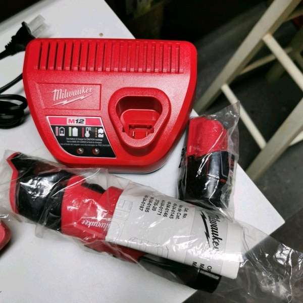 Milwaukee M12 Work light, charged and one battery