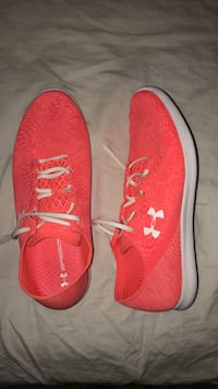 pink Under Armour lace-up shoes Brossard, J4W 2L5