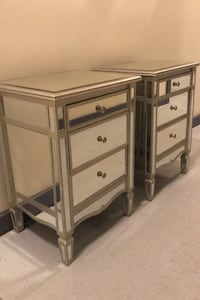 2 x high end mirrored night stands Frederick, 21703