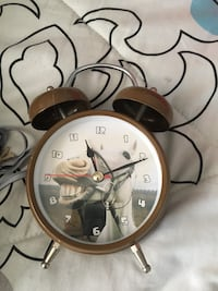 Horse alarm clock needs batteries works well