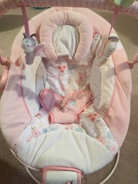Baby bouncer white and pink Oakville, L6J 7R8