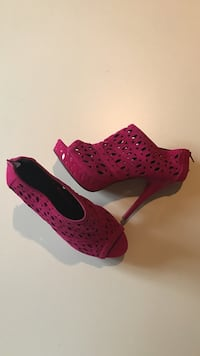 SIZE: 10. NEW. Pair of women's hot  pink platform stilettos Winchester, 22602