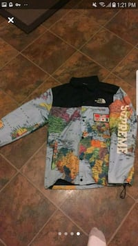 Supreme X North face Windbreaker  Bedford, B4B 1A4