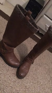 pair of brown leather boots Bakersfield, 93309
