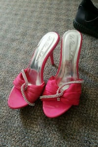 pair of pink leather open-toe heeled sandals Burnaby, V3N 3B8
