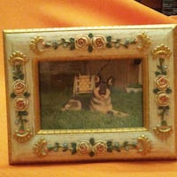 """Beautiful floral frame (4"""" x 5"""")...... Photo size is 3"""" x 2"""". Stands on surface (no hook) Dollard-Des Ormeaux"""