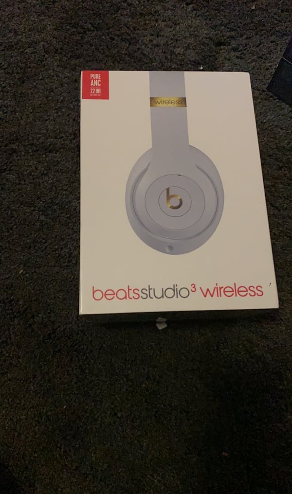 Beats Studio3 Wireless Headphones - beats studio 3  e4a983b4-e85e-4b90-be1f-103e98c49e89