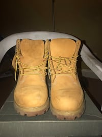 Pair of brown leather work boots 58 km