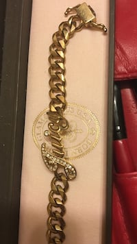 gold chained Juicy Couture bracelet Vaughan, L4H 3P6