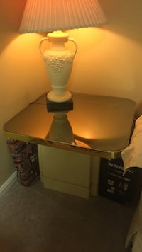 end table  Reisterstown, 21136