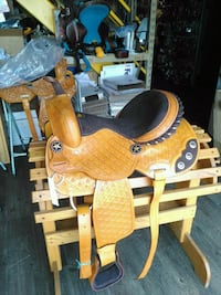 yellow and brown rocking horse Gilberts, 60136