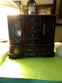 Jewlery case good condition Middletown, 10940