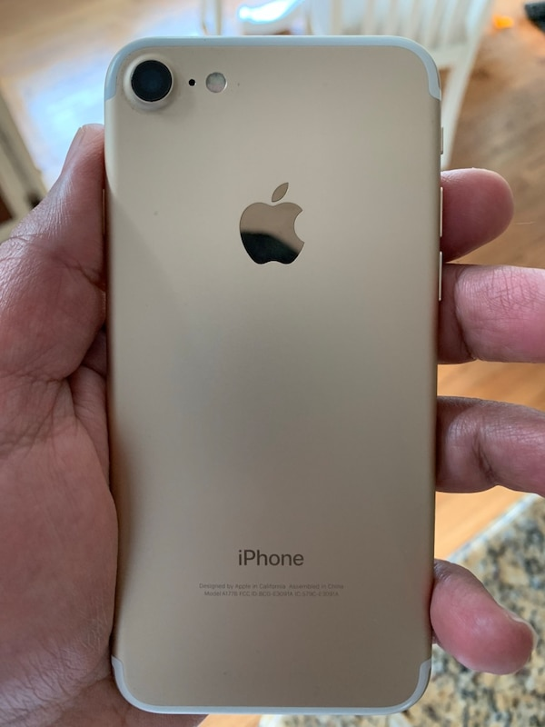 2 iPhone 7 32 gigs