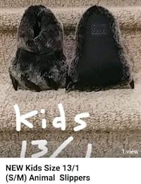 $10 New Kids DINO FEET Slippers Size 13/1 Woodbridge, 22193
