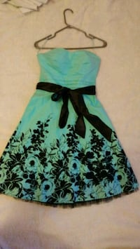 Elegant floral dress with tag Brossard, J4W 2E4