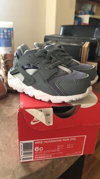 pair of gray Nike Huarache shoes with box New York, 11693