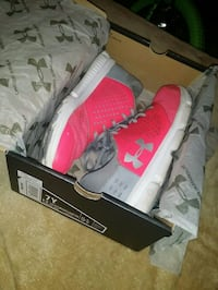 Pink and grey under armour shoes  Moorhead, 56560