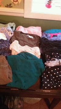 Lot of women's  large top's. All for. $ 20 Rome, 13440