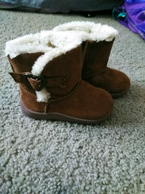 78c814499614 Used pair of brown suede fur-lined boots for sale in San Jose - letgo