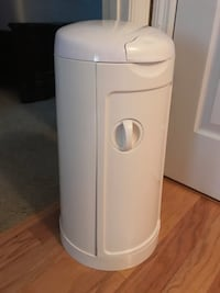 Munchkin Arm & Hammer Diaper Pail with 40+ Refill Bags Columbia, 29201
