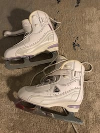 Caneo by JACKSON size 6 ice skating like new with box!!!!!