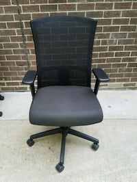 MESH-BACK TASK CHAIR