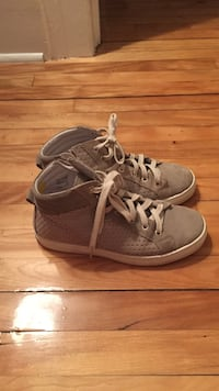 gray-and-white lace up high tops Montréal, H1X 2K7