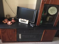 Solid wood grain/Black entertainment unit Port Colborne, L3K