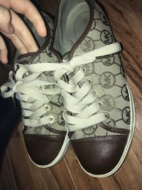 Pair of monogrammed gray and brown MK low-top sneakers Stockton, 95206