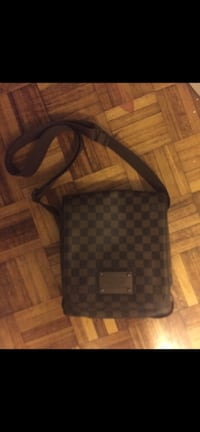 Louis Vuitton side bag Toronto, M5V 1Z7