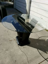 Rounds glass table  Los Angeles, 90016