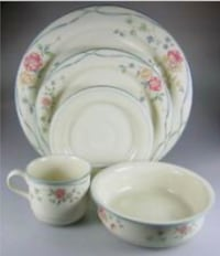 Lennox chinastone dinnerware service for 8 plus Myersville, 21773