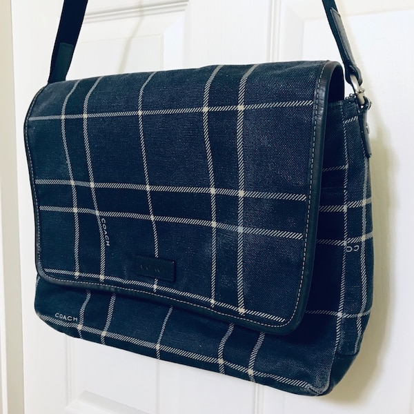 Authentic Coach canvas and leather messenger bag 36f96508-566f-4814-891c-91275bace212