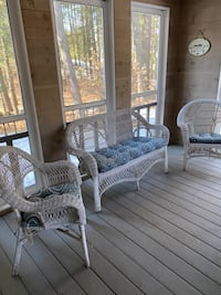 White wicker bench, 2 chairs and cushions.