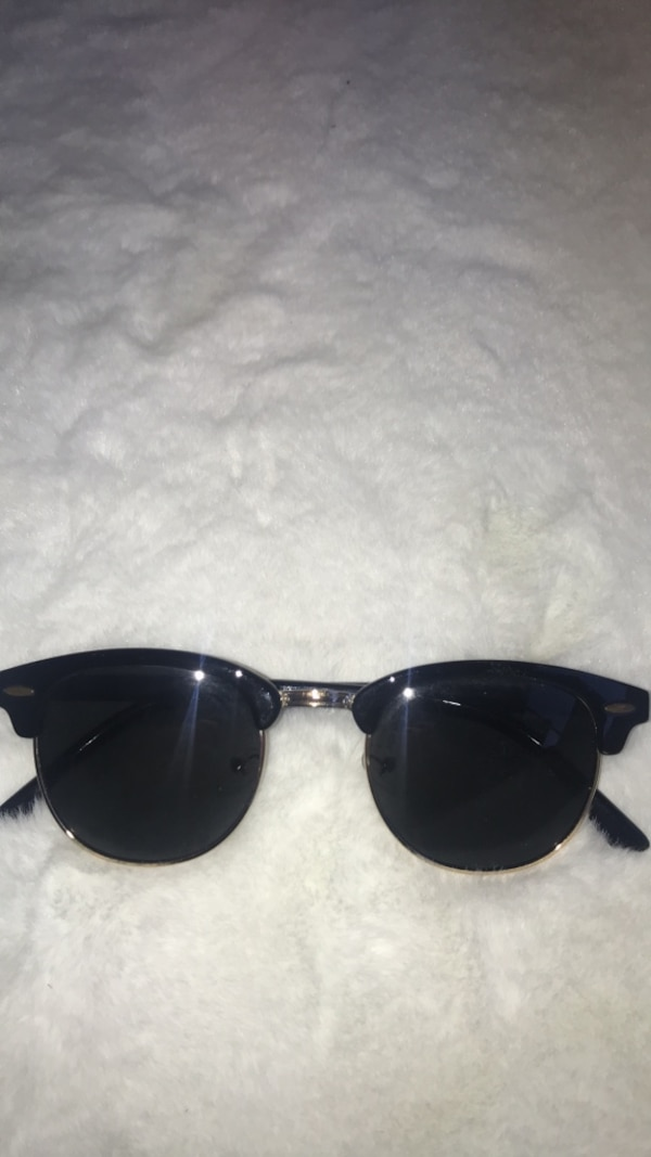 2ab95f8b92aed Used black Ray-Ban wayfarer sunglasses for sale in Montréal - letgo