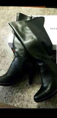 pair of black leather boots Alexandria, 22303