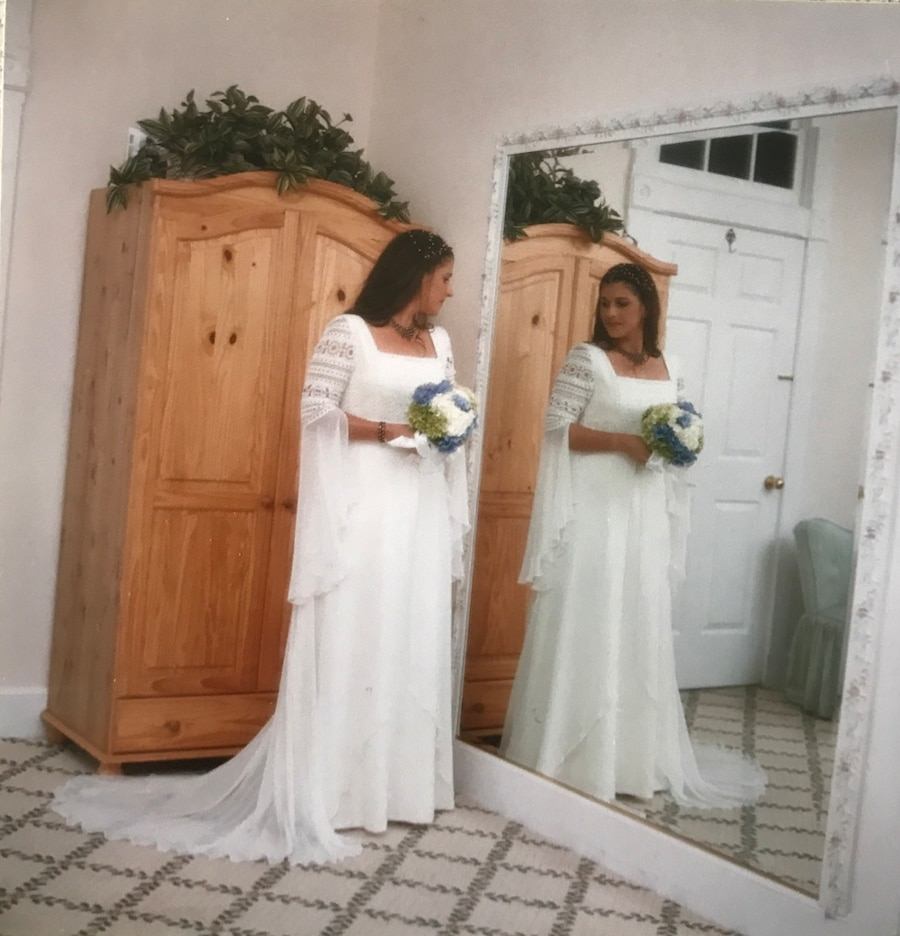 Used pronovias lino wedding dress in fort pierce for Wedding dress cleaned and boxed