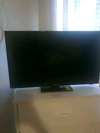 black flat screen TV with remote Raleigh, 27620