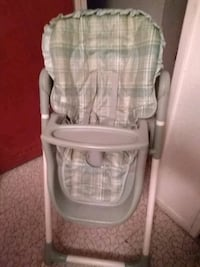 baby's white and gray high chair Fresno, 93706