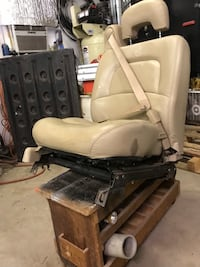 60/40 front totally electric front seat from a GM product Edmond, 73034